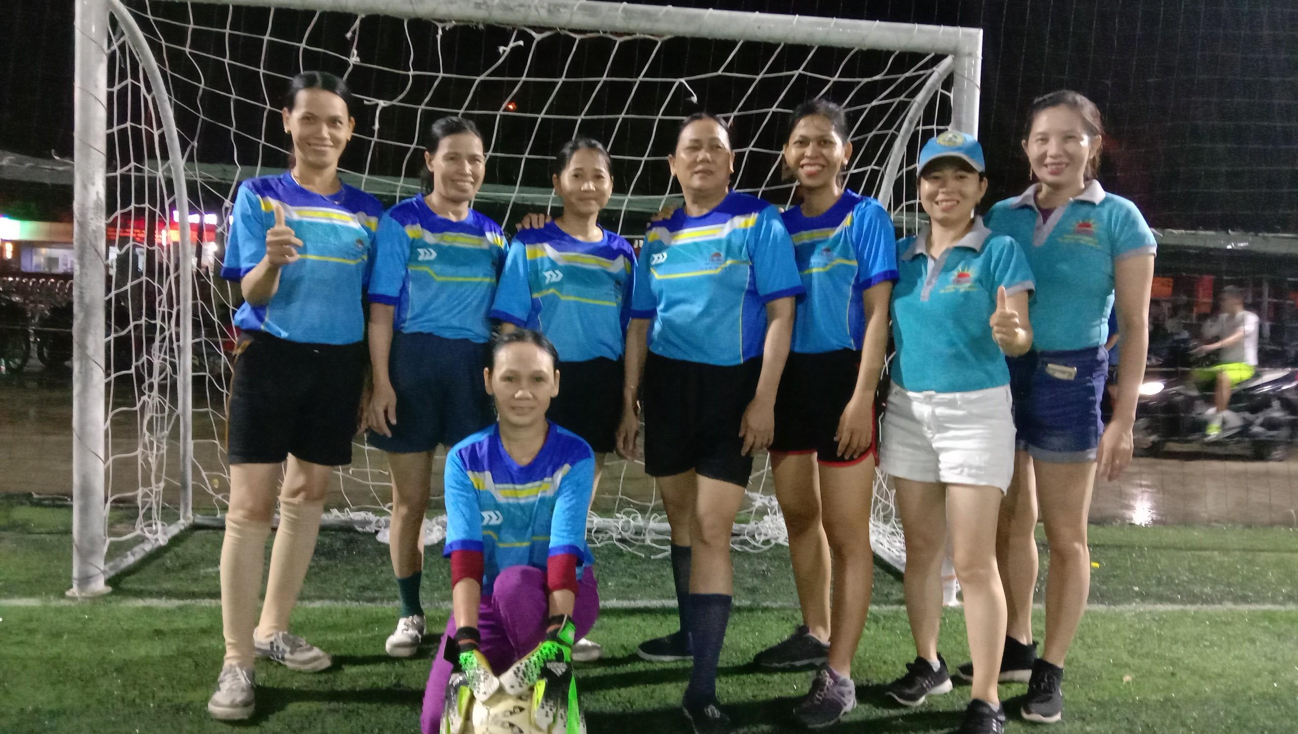Tranh giải bóng đá 20/10 cùng công ty Number One Chu Lai